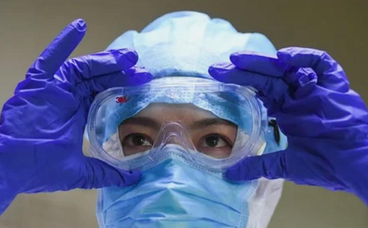 Одноразовые медицинские маски задерживают 80% вирусов