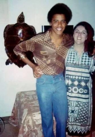 Молодой Барак Обама со своей матерью Энн Данхэм в 1985 году