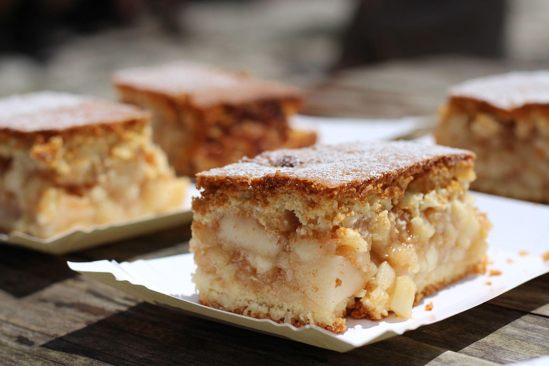 Кислые яблоки и сладкое тесто - отличное сочетание