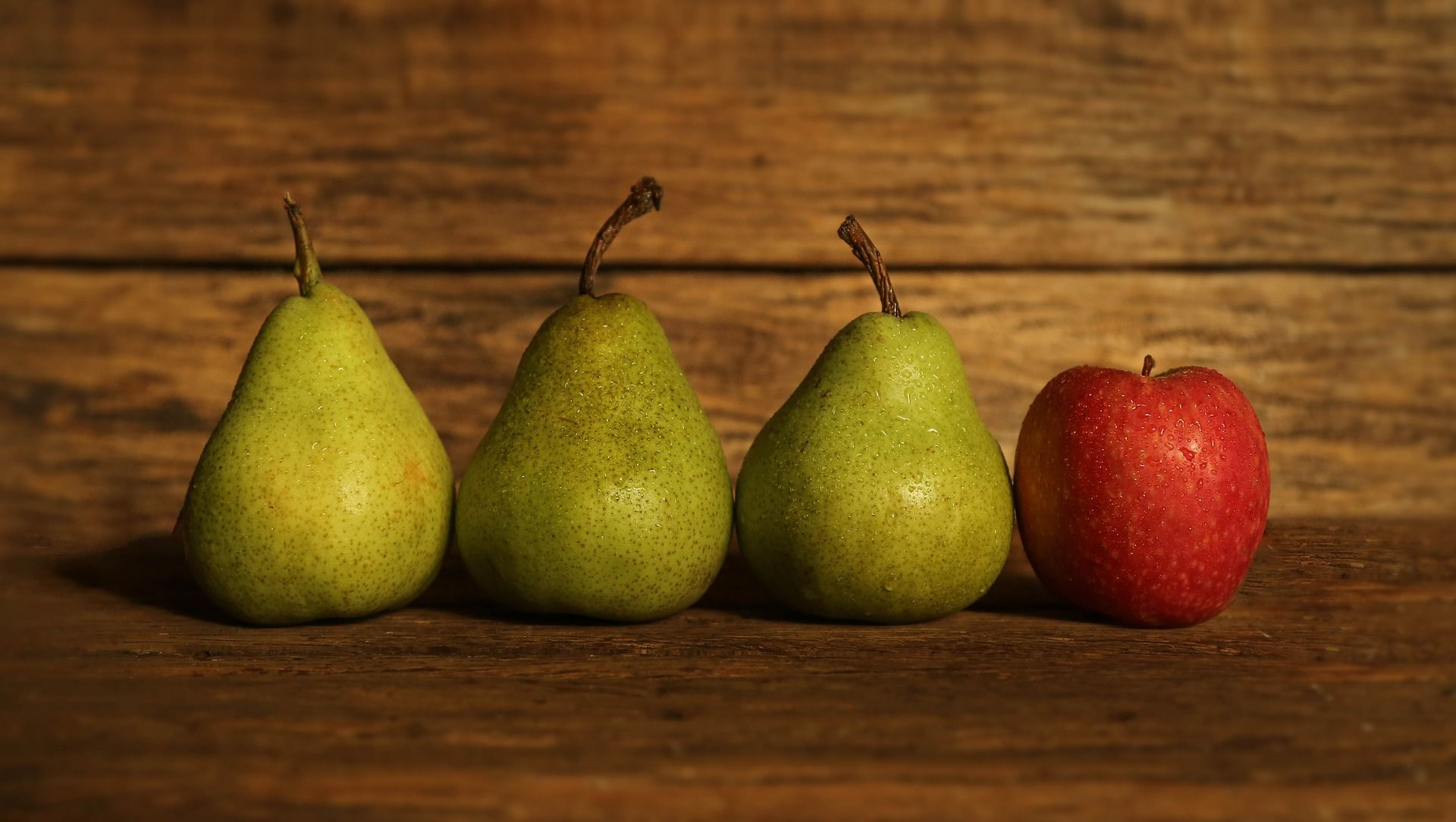 Яблоки, груши, ягоды - шарлотка может быть не банальной