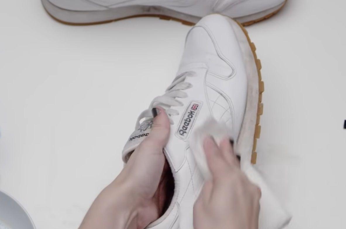 Мыть кроссовки после чистки не нужно